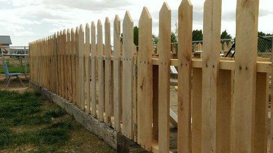 Una valla al estilo clásico