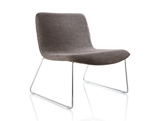 Sessel Aus Stoff Mit Kufengestell Amarcord By Alma Design Design Nicola Cacco In 2020 Design Sessel Und Lounge Chair