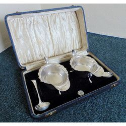 Cased Pair Of Silver Sauce/Gravy Boats With Ladles Sheffield 1936 Viner's