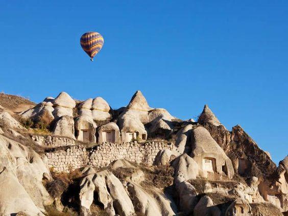 El valle de Capadocia, en Turquía, es el hogar de milenarias cavernas. Muchas de las antiguas casas subterráneas todavía siguen ocupadas.           natural