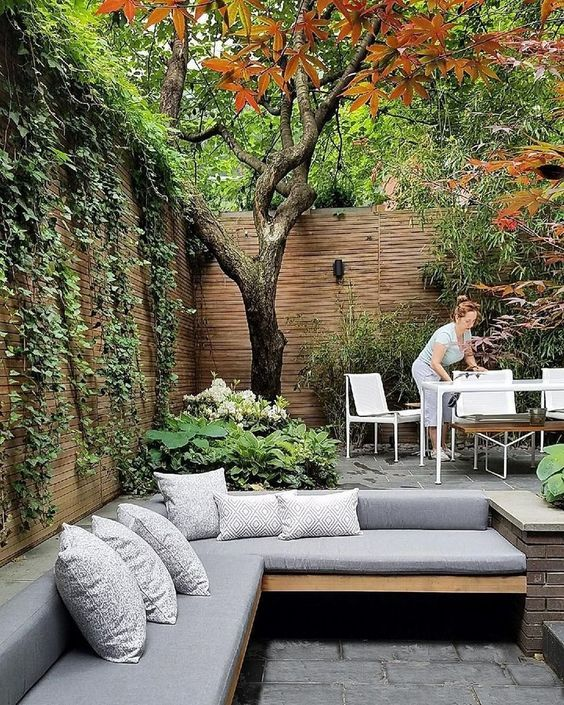 40 Beautiful Backyard Landscaping Ideas For Beauty Your Garden Townhouse Garden Small Patio Ideas Townhouse Small Backyard Design
