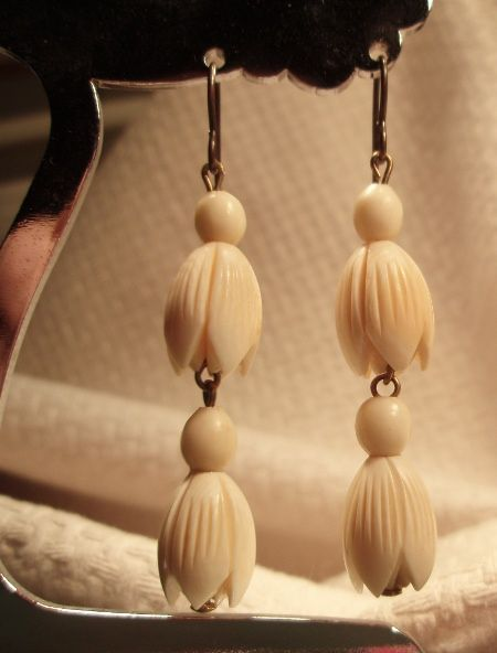 Irlantilaiset luukorvakorut - Irish bone earrings, vintage.