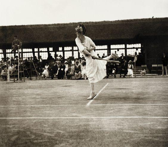 Deauville: Daisy Spénanza...  Jacques Henri Lartigue, 1915.
