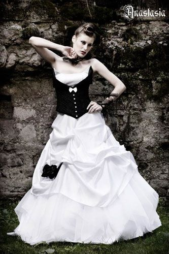 designer brautkleider feist dirndl brautkleid wedding dresses brautkleider pinterest. Black Bedroom Furniture Sets. Home Design Ideas