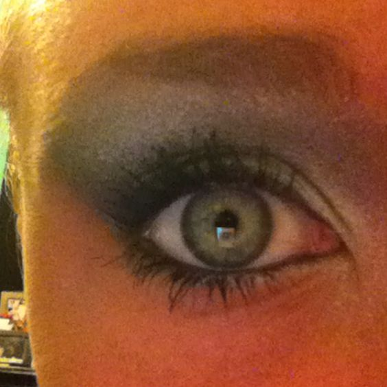My attempt at the eye shadow in my board My Style :)
