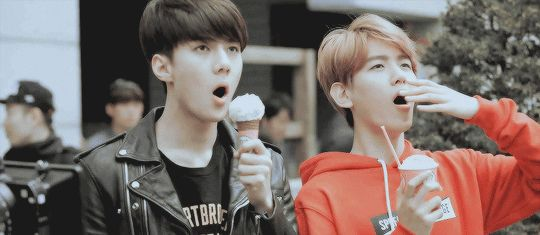 When you see a flying saucer but you still remember to eat your ice cream before you're zapped into oblivion. xD #Sehun #Baekhyun