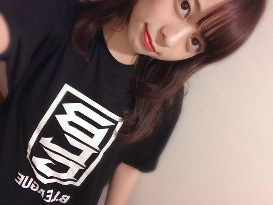 Tシャツの山本萩子アナ