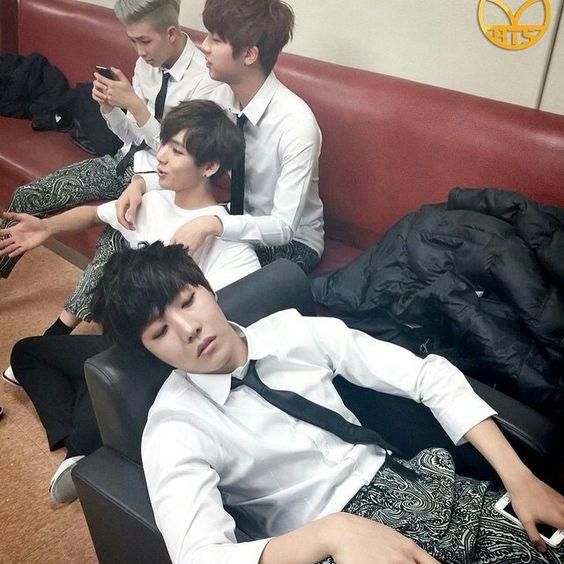 Owwwww J-Hope sleep !
