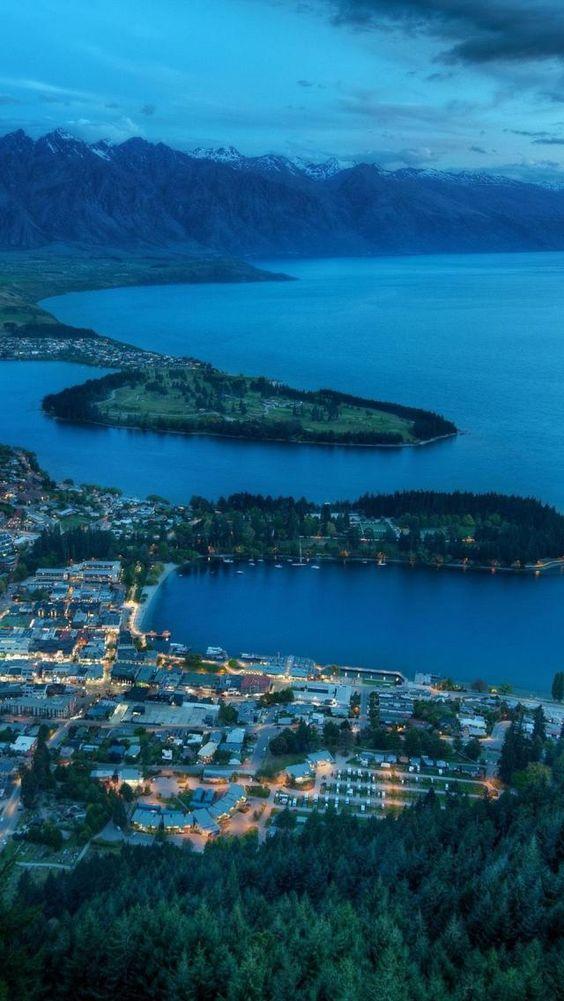 Queenstown, Resort Town, Sunset, Lake Wakatipu, Otago, South Island, New Zealand,