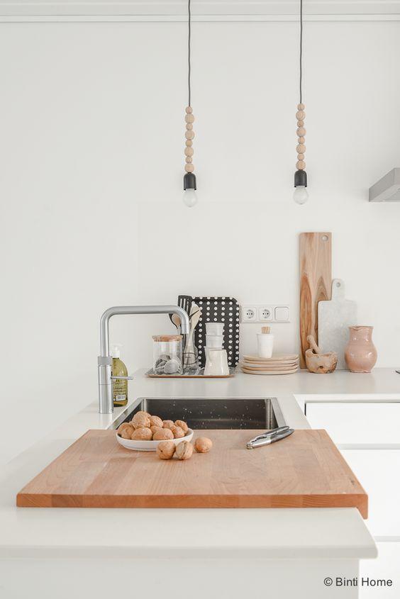 Interieurinspiratie eettafel in een witte keuken ©bintihome 3 ...