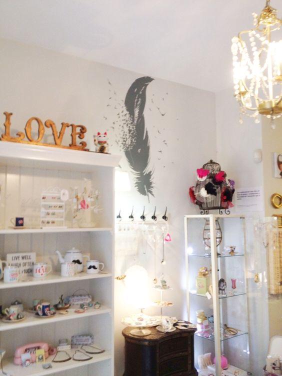 Peque a tienda en m laga donde podr s encontrar ropa y - Decoracion navidena para negocios ...