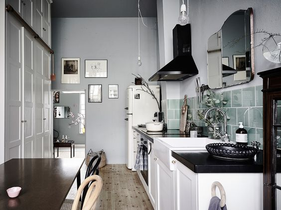 i do love ending the week on a high note…i can't think of a higher note than this stunning gothenburg apartment. of course i found it on a beautiful swedish real estate site entrance and of course it is no longer available. i am still not exactly sure why i am bummed out when i …
