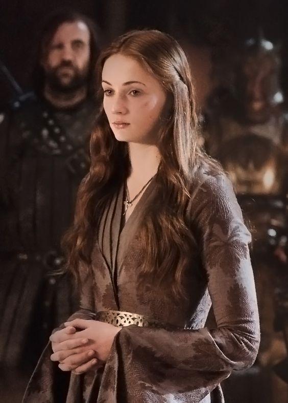 Sansa robe Catelyn violette aux vignes