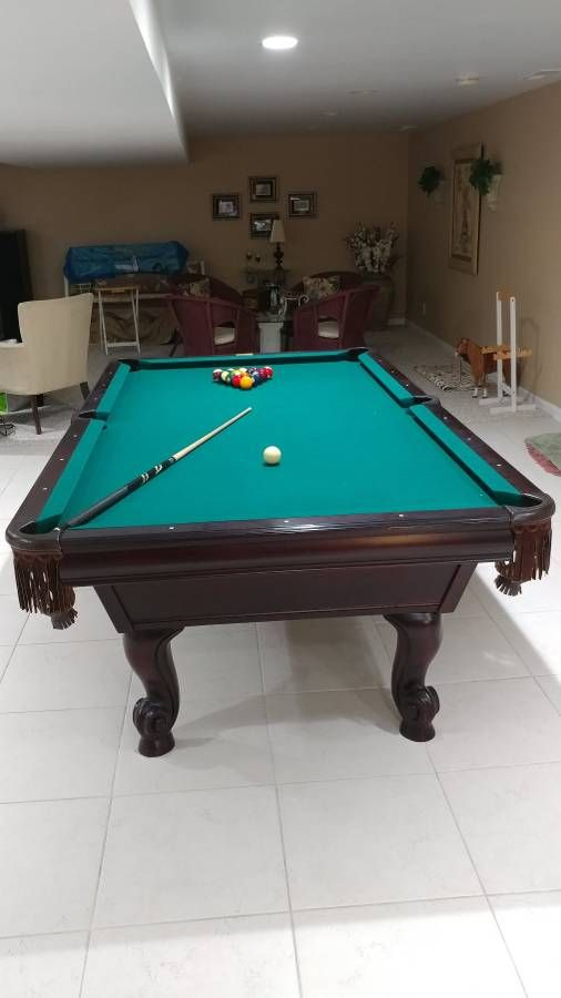 Gorgeous Gandy Mahogany 8' Pool Table Ready to rack em up!