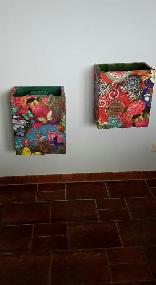 alte wasserkiste mit stoff von aussen bezogen 2schrauben sorgen daf r das die kiste an der wand. Black Bedroom Furniture Sets. Home Design Ideas