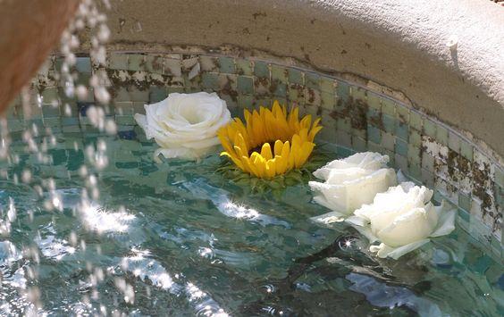 Fiori galleggianti - fontana - flower wedding floating flowers www.saracattaneo.it