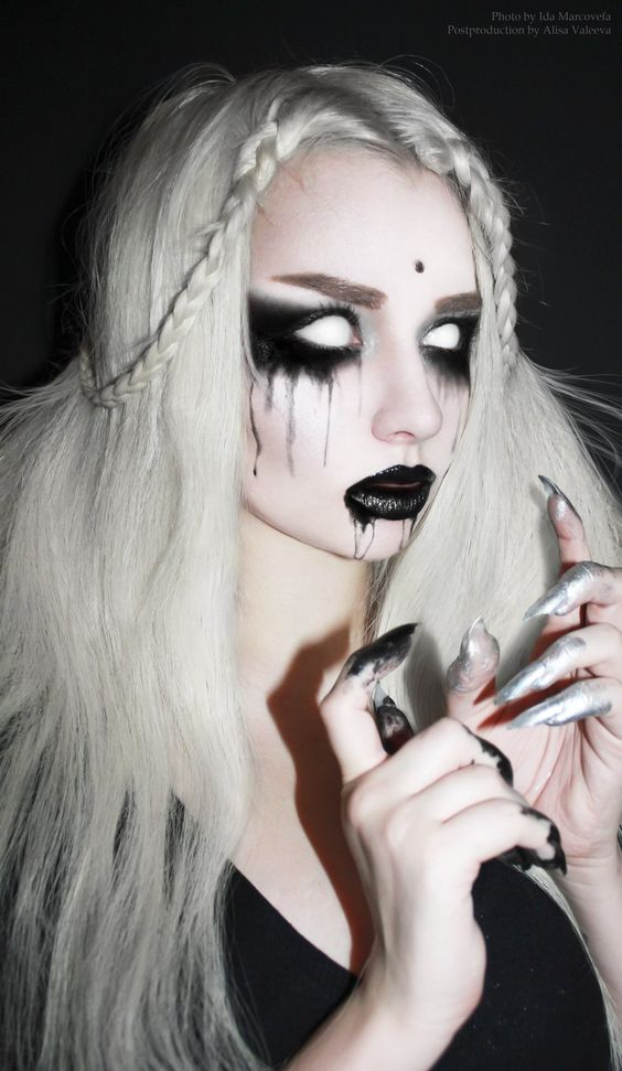 Perfect ghost makeup in black and white. - 17 Black & White Makeup Ideas: