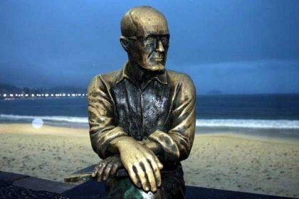 escultura-brasil-carlos-drummond-de-andrade