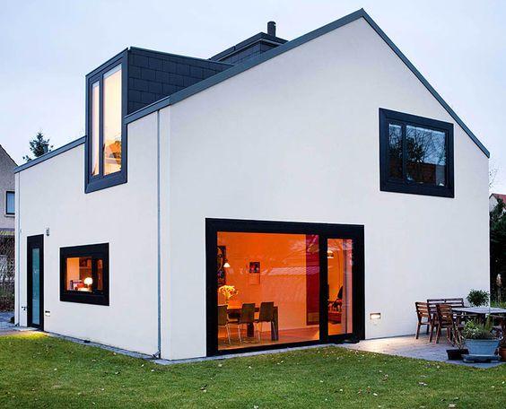 Neue Architektur - Familie Liesaus ist es gelungen, auf kleiner Grundfläche ein anspruchsvolles Einfamilienhaus zu bauen. Foto: F.A.S./Andre...