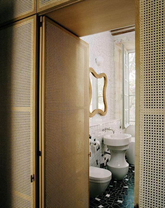 Hôtel arty à Arles Architect & Designer India Mahdavi - These walls! |MilK decoration