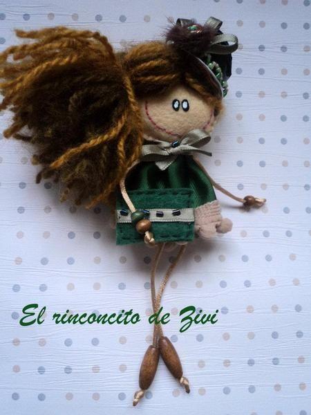 Muñequita broche de El rinconcito de Zivi por DaWanda.com
