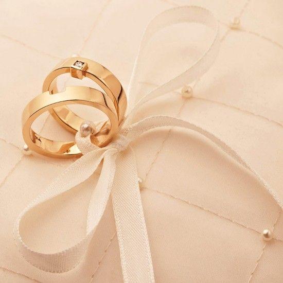 دبل خطوبة و زواج ذهبية بأروع وأجمل الأشكال Jewelry Rings Engagement Engagement Rings Couple Handmade Leather Jewelry