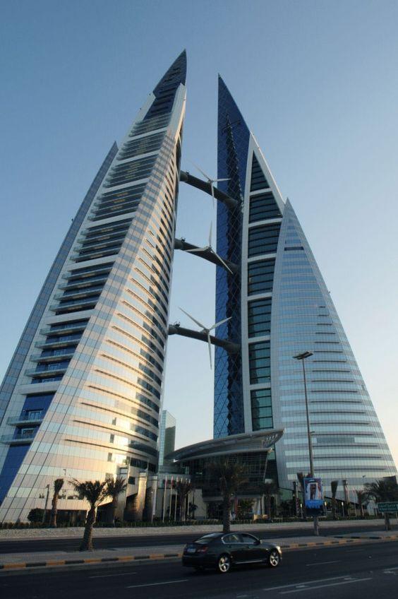 El Bahrain World Trade Center consiste de dos torres gemelas que lo hacen uno de los edificios más altos de Baréin. Está ubicado en su ciudad capital, Manama. Las torres tienen 240 metros de altura y 50 pisos en total.