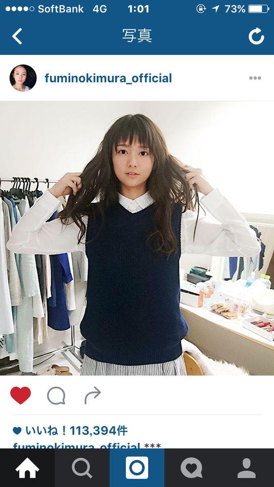 シャツにニットベストが似合う木村文乃さん