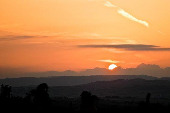 Les couchers de soleil sont moroses.   28 raisons de ne jamais aller à Saint-Etienne