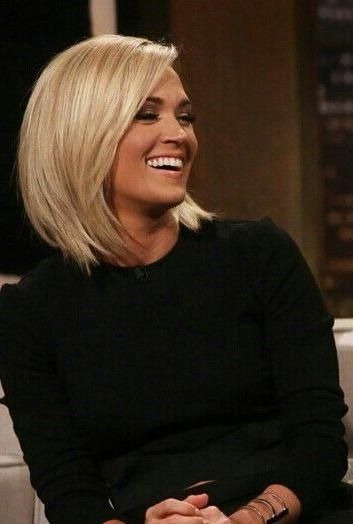 Carrie Underwood Short Haircuts En 2020 Cheveux Coiffure
