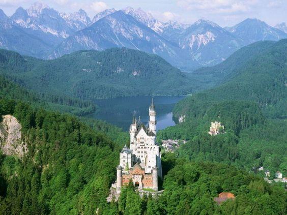 Schloss Neushwenstein Germany+-+Castle+and+Landscape.jpg (600×450)
