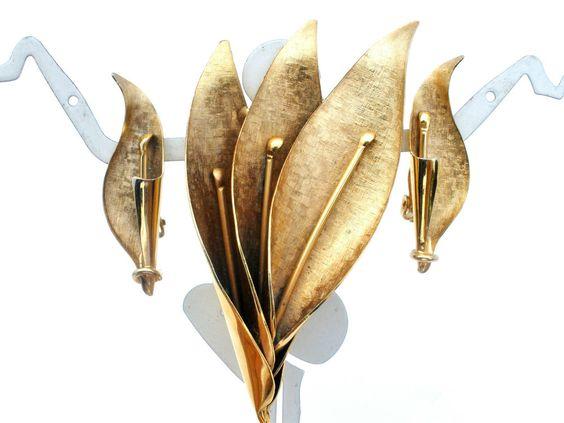 Vintage Gold Tone Leaf Brooch & Earrings Demi Set Autumn Leaves Fashion Jewelry #TheJewelryLadysStore #ArtDeco