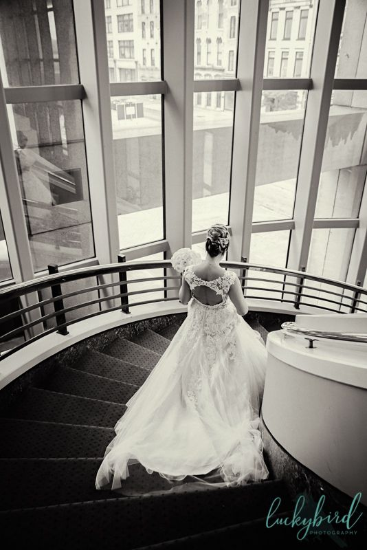 Park Inn Wedding With Geode Slices And A Full Moon Toledo Wedding Photography Columbus Wedding Venues Michigan Wedding Venues