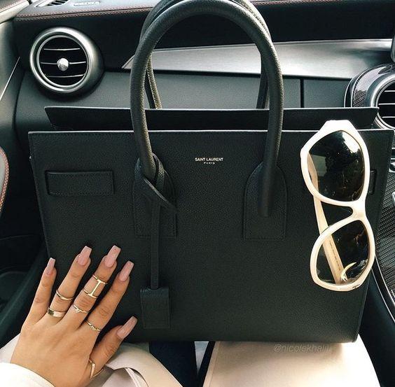 Mon Saint Laurent ne me quitte jamais ! www.leasyluxe.com #ysl #luxurybag…