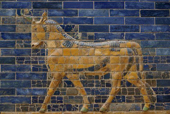 Berlin, Pergamonmuseum, Ischtar-Tor aus Babylon, wilder Stier oder Auerochse, Symbol des Gottes Adad (Ishtar Gate of Babylon, aurochs the symbol of the God Adad)