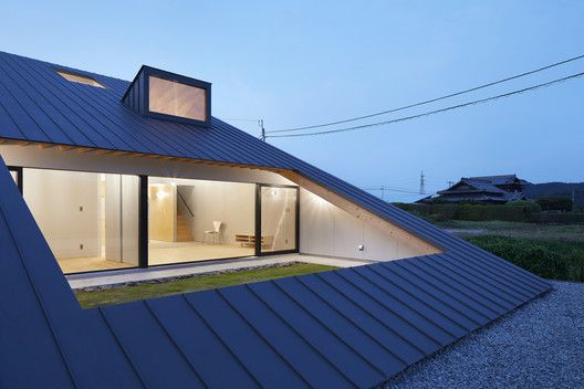 Gallery Of House In Usuki Kenta Eto Architects 26 In 2020 Roof Design Architect Design Architecture
