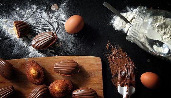 Madeleines enrobées de chocolat et coeur Nutella | La cuisine de Josie