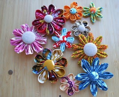 Patchwork Notes: How to: Basic Kanzashi Flowers