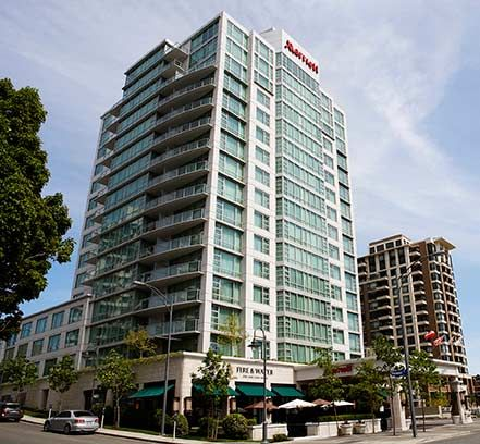 Located In Victoria S Picturesque Harbor Pet Friendly Marriott Inner Is Elegantly Ointed