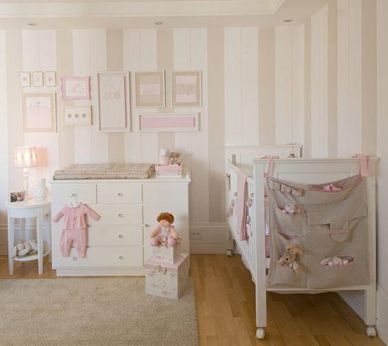Quartinho de bebê - rosa e bege - pintura de parede da Thais Peres
