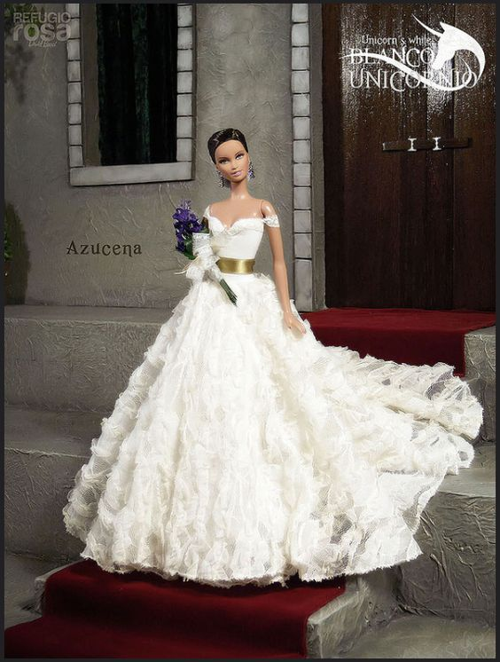 bridal gowns dolls [RefugioRosa davidbocci.es] via flickr ../ 1..2 qw