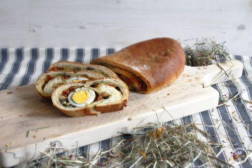Herzhaft gefülltes Osterbrot