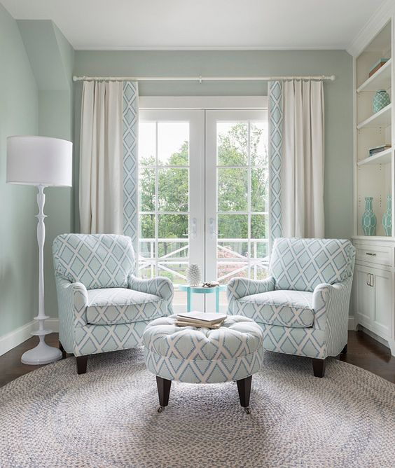 designed by Jocelyn Chiappone of Digs Design Company. Photos: Nat Rea.  Sarah Richardson Fabric Collection for Kravet – Brookhaven Chambray.