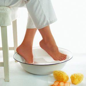 Beneficios de baños agua con sal para pies y manos