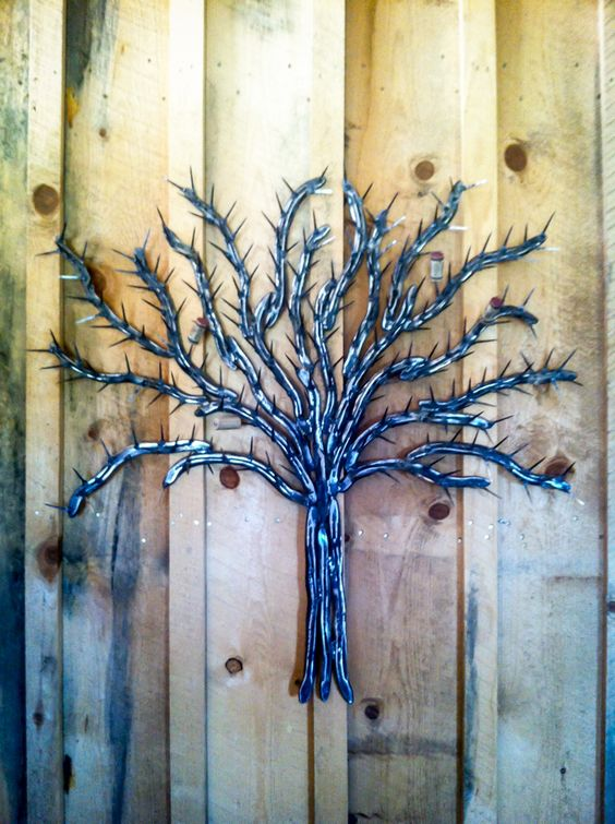 These cork trees are created by reshaping the used horseshoes and then nails are welded on to create the leaf appearance.