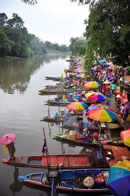 La magie en Asie! Découvrez le nouvel « e-guide de rêve: Thaïlande Centre et Nord »: temples, Bouddhas, paix et sérénité! Des gens chaleureux, une gastronomie raffinée et plein de choses à découvrir: plus de 200 photos, des conseils, des recettes typiques et des bons plans http://www.amazon.fr/dp/B00U2IK5V4 .