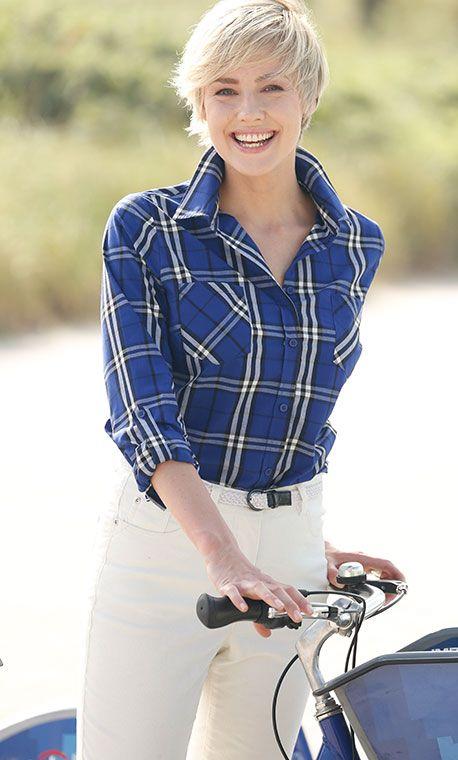 Trumpfen Sie mit Karo auf! Die trendige karierte Bluse von PAOLA in königlichem Royalblau ist zum Beispiel kombiniert mit einer weißen Hose ein wahrer Augenschmaus: http://www.klingel.de/karobluse-paola-203505/ #Mode