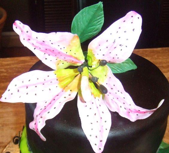 Gum pasteTiger lilly