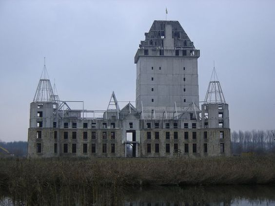If historic castles had been built using modern methods, this is what they would look like – assuming they were abandoned half way through construction, that is. The now-defunct castle building project began in 1999 as an effort to build a luxury hotel near Almere in the Netherlands.