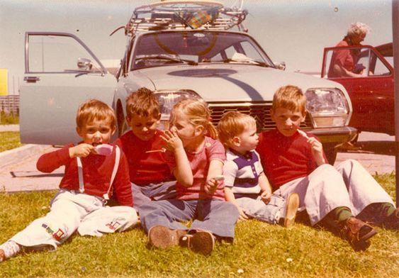 Sommer. Kinder, Eiskrem und der Citroen. 1975 oder 1976 auf dem Weg an die Nordsee.  Bild: Markus Winninghoff
